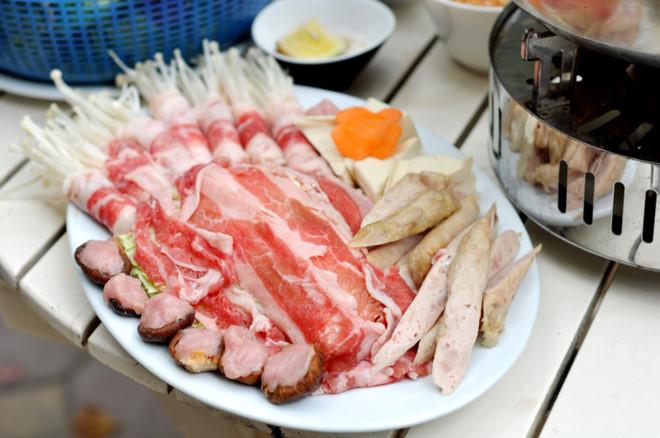 đĩa bò cuốn nấm canada