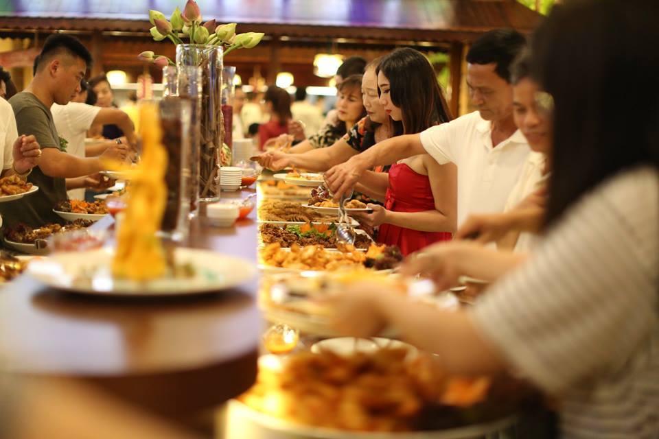 Khu ăn uống cửa hàng Sen
