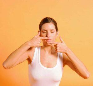 phương pháp Massage cho đôi môi