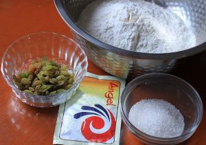 các loại bánh dễ làm từ bột mì-bánh bao nho khô