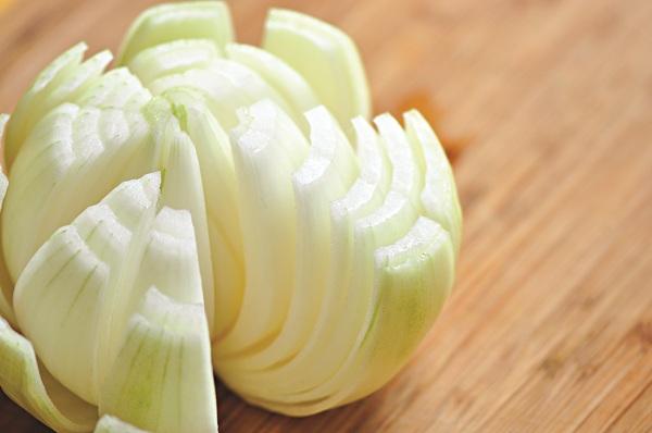 salad ngon miệng với hành tây