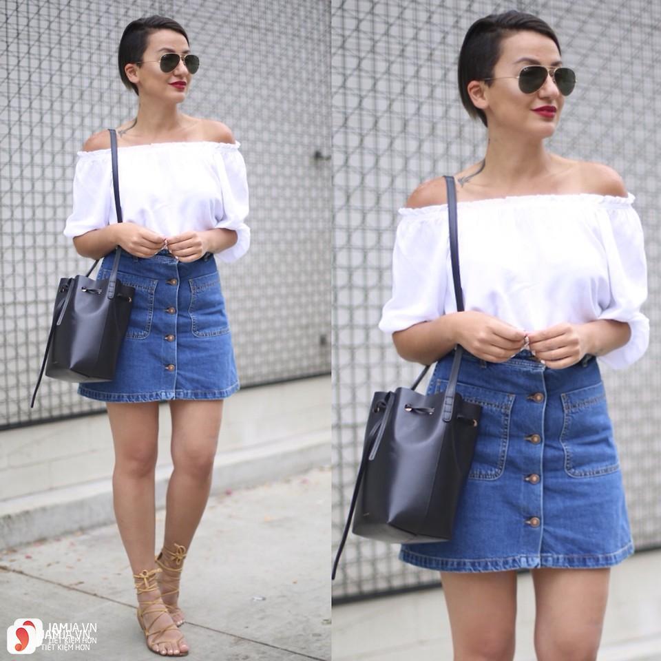 Chân váy jeans mix cùng áo trễ vai