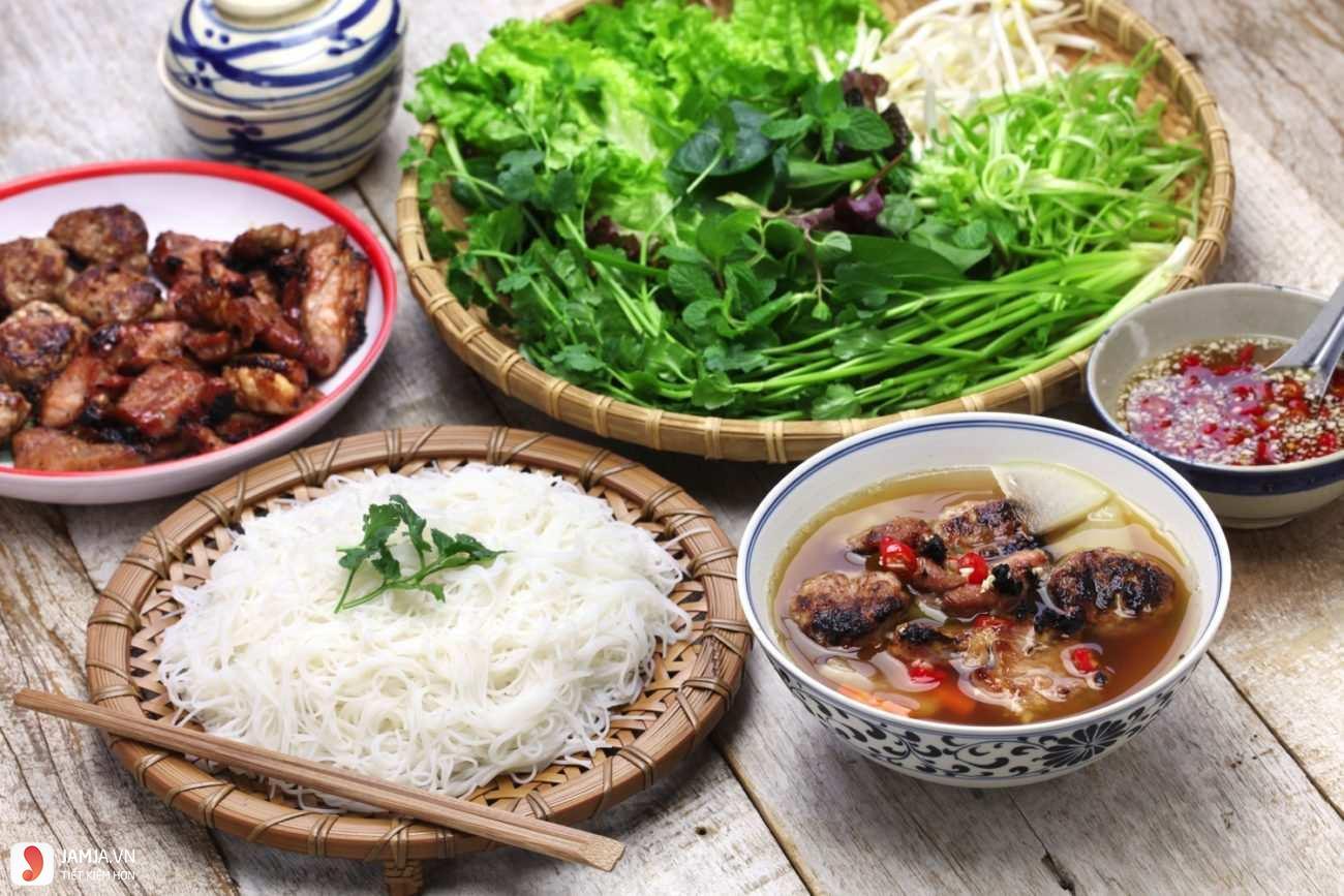 Lẩu Cua Sài Gòn và Bún chả Hà Nội