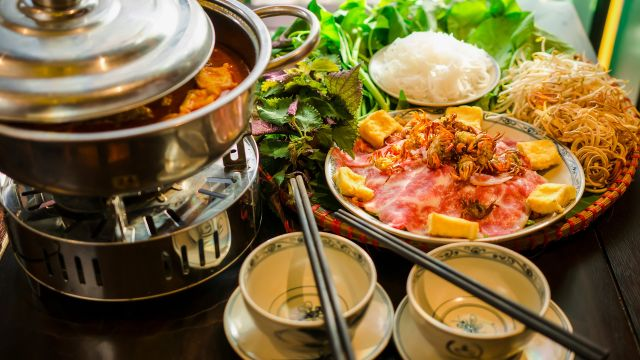 Nhà hàng vị Quảng - quán lẩu riêu cua bắp bò ngon ở Hà Nội - 12