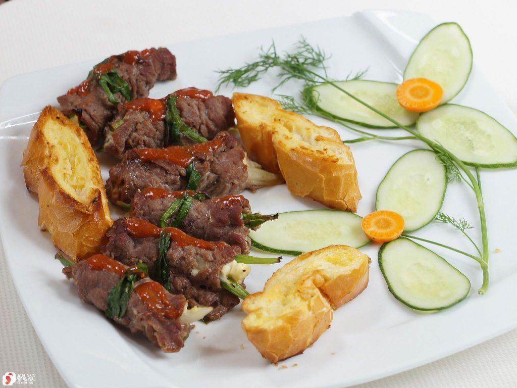 Bò cuộn phômai