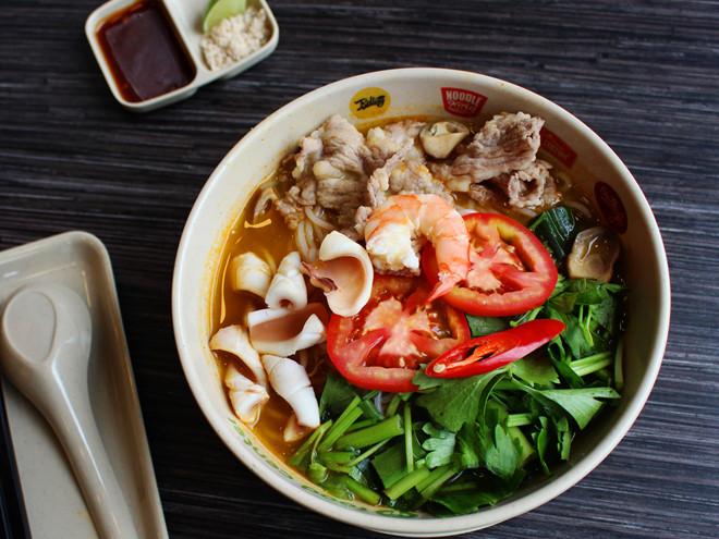 Nấu bún Thái hải sản với hương vị đặc trưng của người Thái
