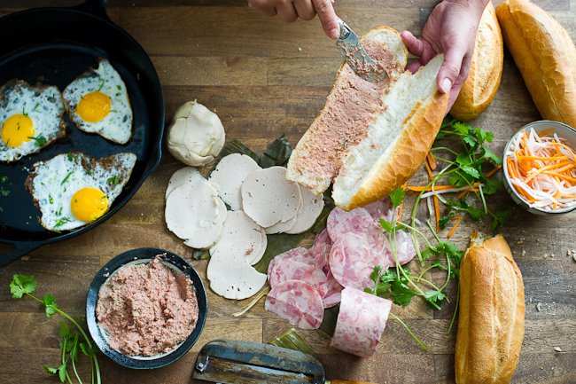 Cách làm bánh mì pate trứng 10