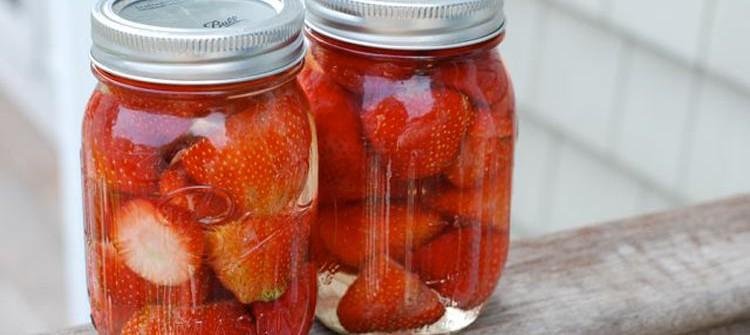 Cách làm dâu tây ngâm đường và mật ong 5