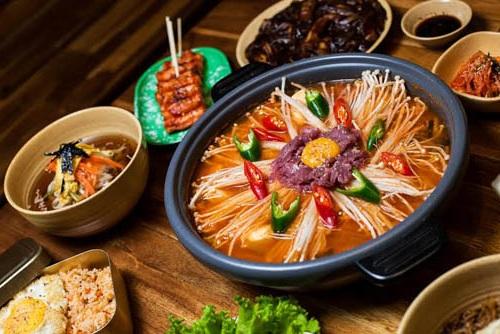 Cách nấu lẩu kim chi hải sản 6
