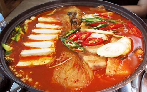 Cách nấu lẩu kim chi hải sản 7