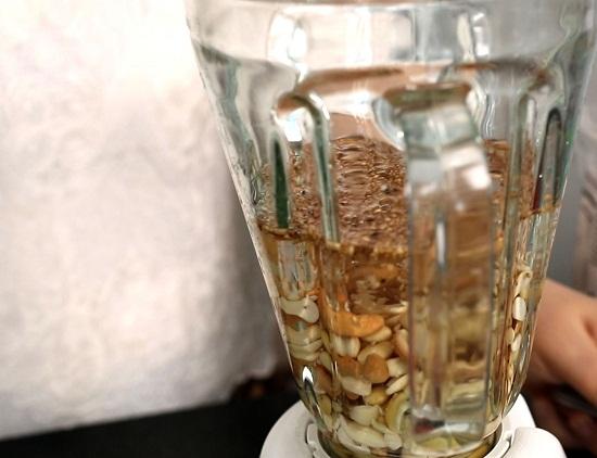 Cách nấu sữa đậu nành lá nếp 2