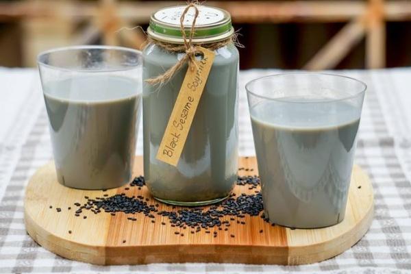 Cách nấu sữa đậu nành mè đen 4