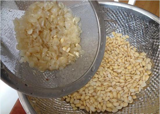 Cách nấu sữa đậu nành với óc chó và hạnh nhân 1