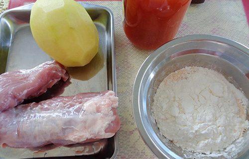 Cách làm thịt heo cuộn khoai tây sốt cà chua-1