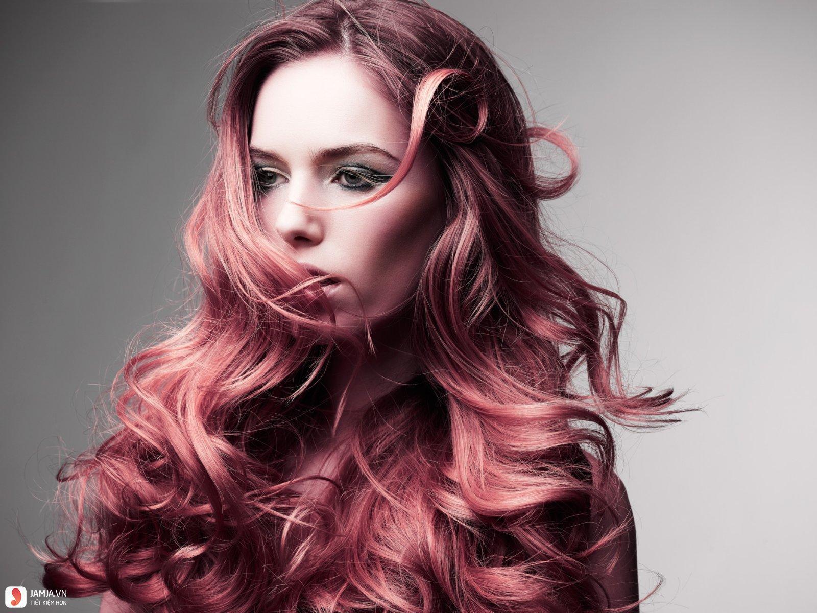 Tóc xoăn lọn to kết hợp màu nhuộm sáng