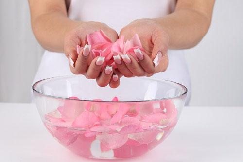Tác dụng của nước hoa hồng-1