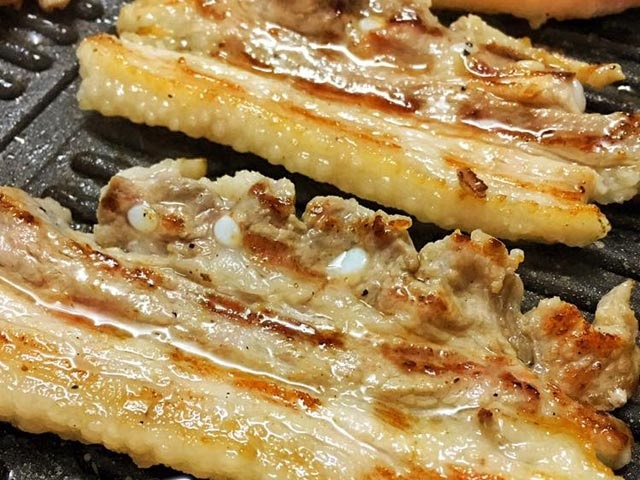 Cách ướp thịt ba rọi nướng với sa tế-2