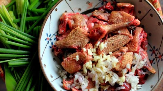 Cách chế biến món bồ câu xào sả ớt-4
