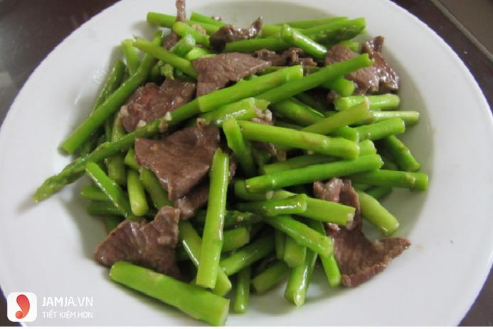 các món rau xào với thịt bò