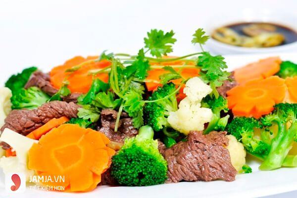 Bắp non và bông cải xanh xào thịt bò