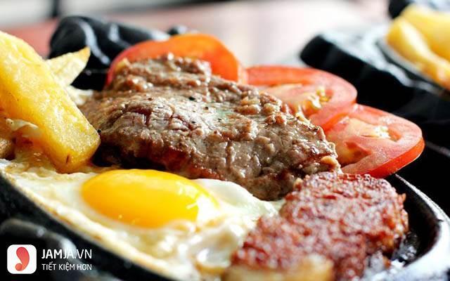 Cách làm bò bít tết bằng chảo với trứng ốp la-5