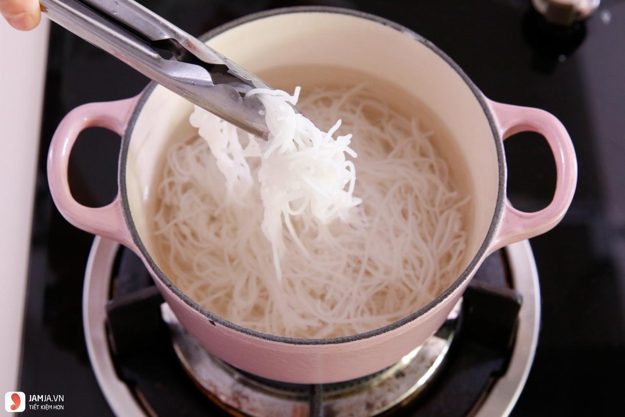 Cách làm bún xào thịt heo ngũ vị hương-3
