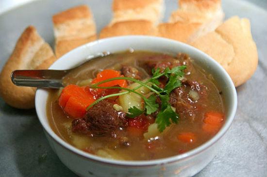 Cách nấu món thịt bò nấu sốt vang kiểu Pháp cùng rượu-5