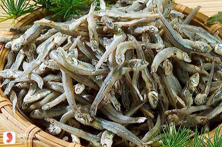Cách nấu cá cơm khô kho tiêu-1