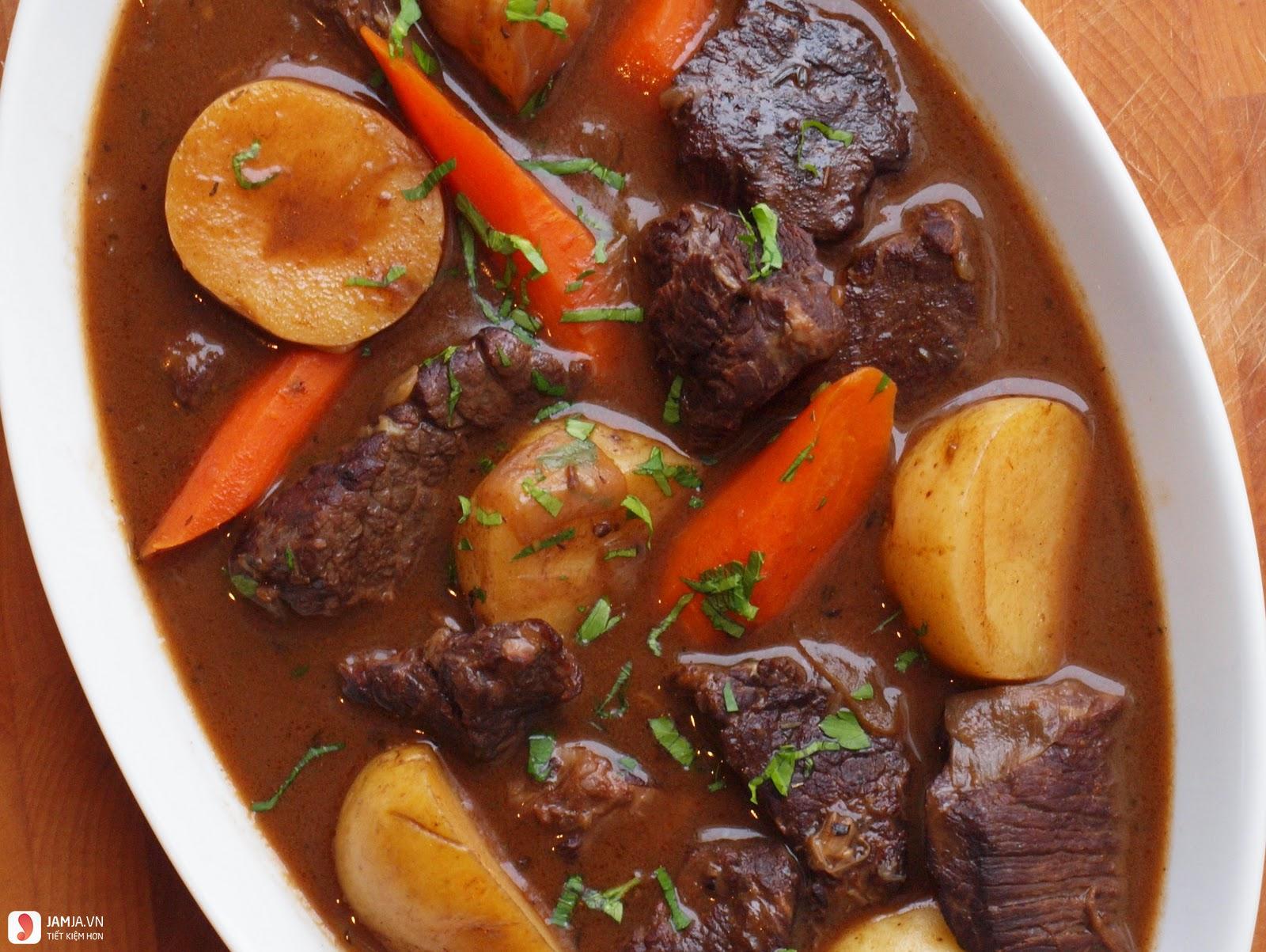 Bí quyết cho cách nấu thịt trâu sốt vang-1