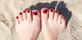 sơn móng chân màu đỏ
