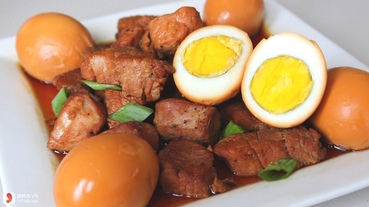 Thịt kho tàu trứng cút