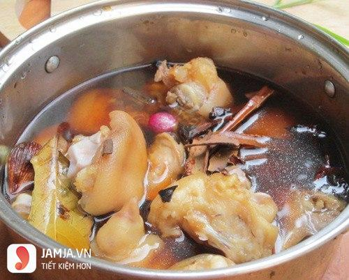 Cách nấu thịt lợn hầm ngải cứu-2
