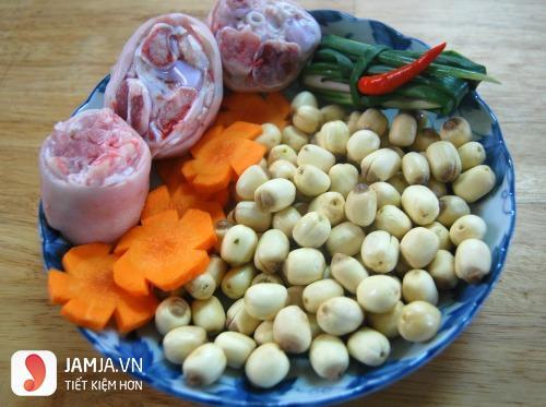 Cách nấu thịt lợn hầm ngải cứu-1