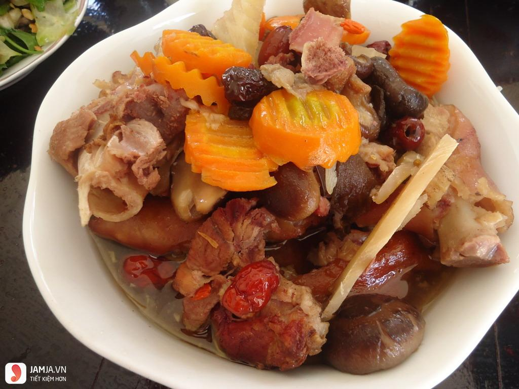 làm món thịt lợn hầm thuốc bắc
