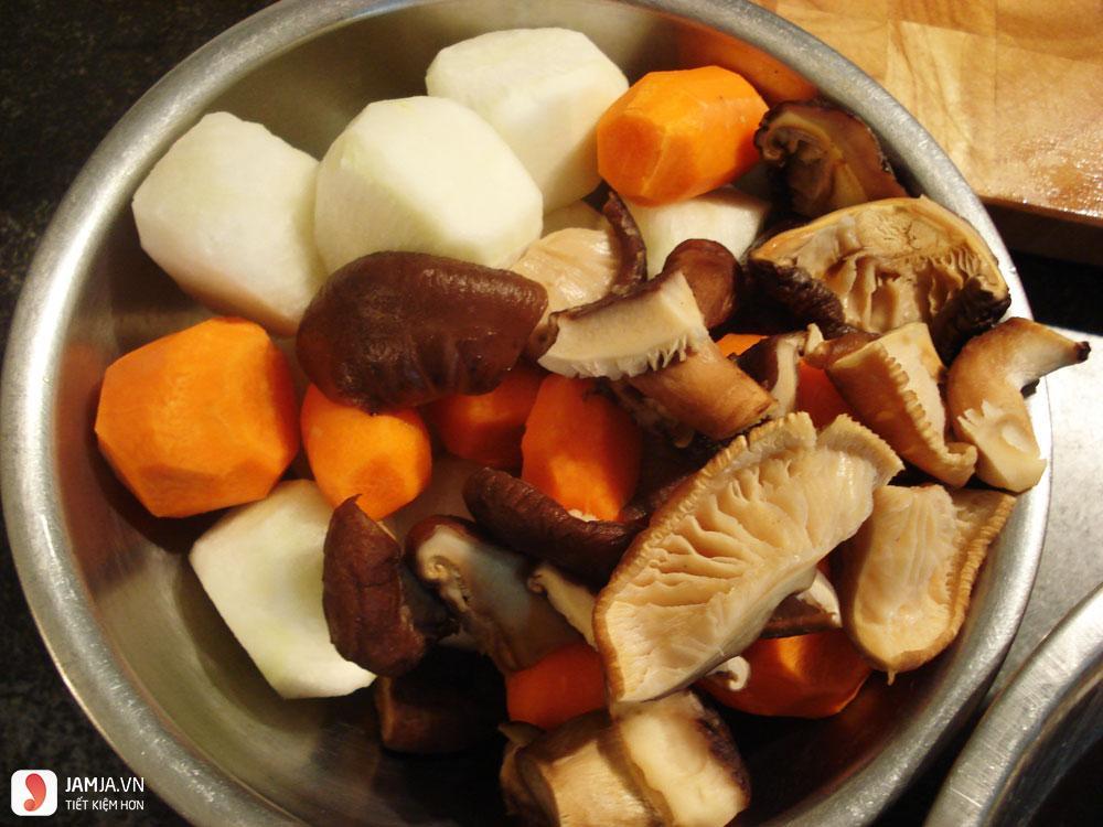 cách làm thịt lợn hầm thuốc bắc