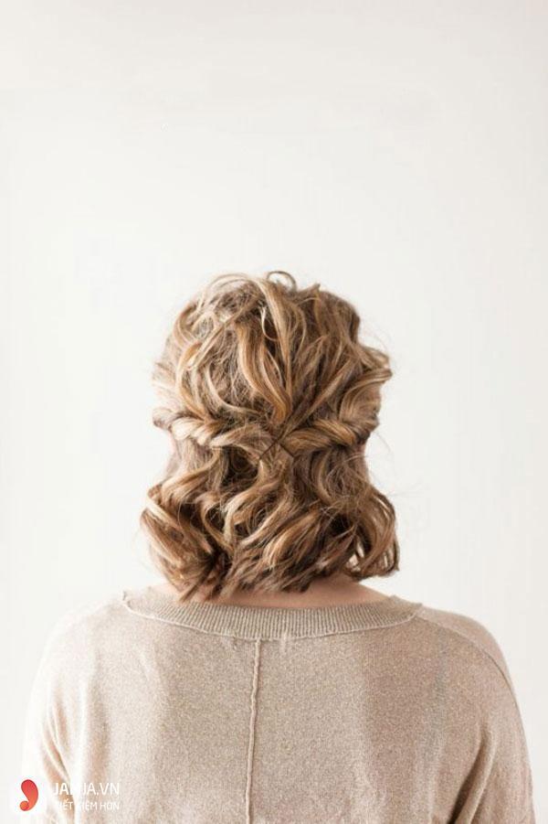 kiểu tóc buộc ngắn nửa đầu kẹp tăm