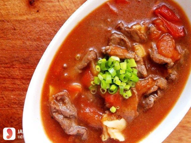 Thịt bò sốt cà chua 1