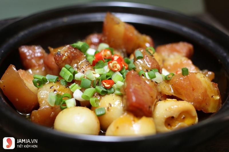 trứng cút kho thịt-món ngon rẻ tiền cho sinh viên
