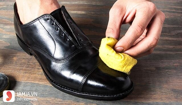 Cách làm giầy rộng kem dưỡng da