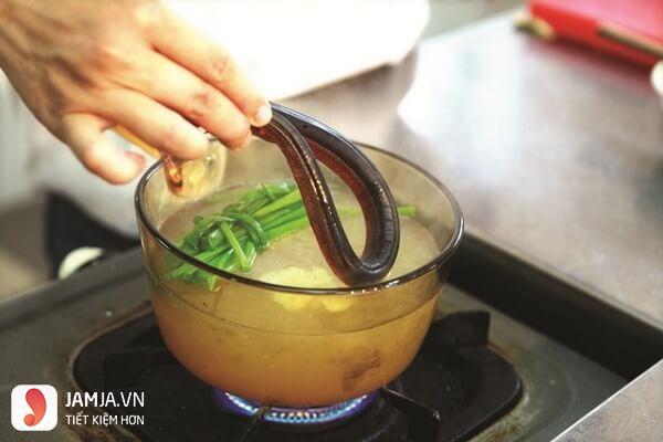 Cách nấu cháo lươn nấu với cà rốt-3