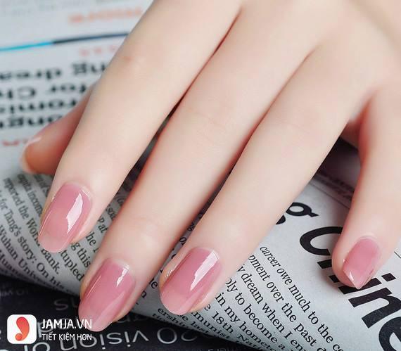 màu sơn móng tay hợp với da ngăm-màu hồng pastel