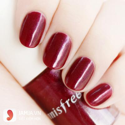 màu sơn móng tay hợp với da ngăm- màu đỏ mận