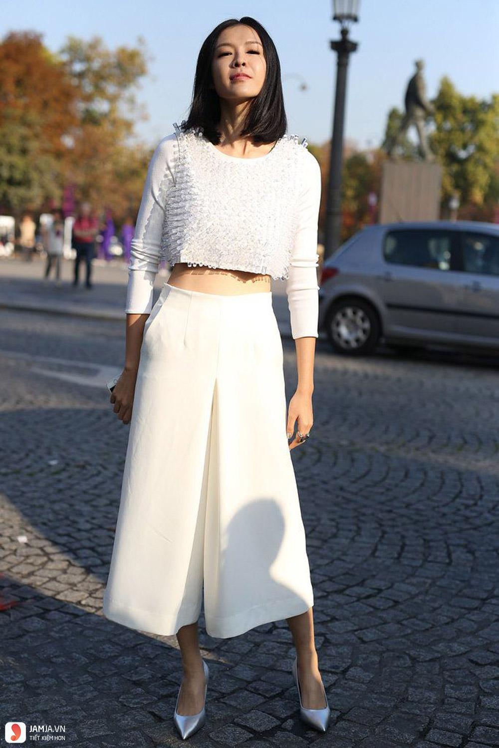 Áo crop-top mix cùng quần culottes