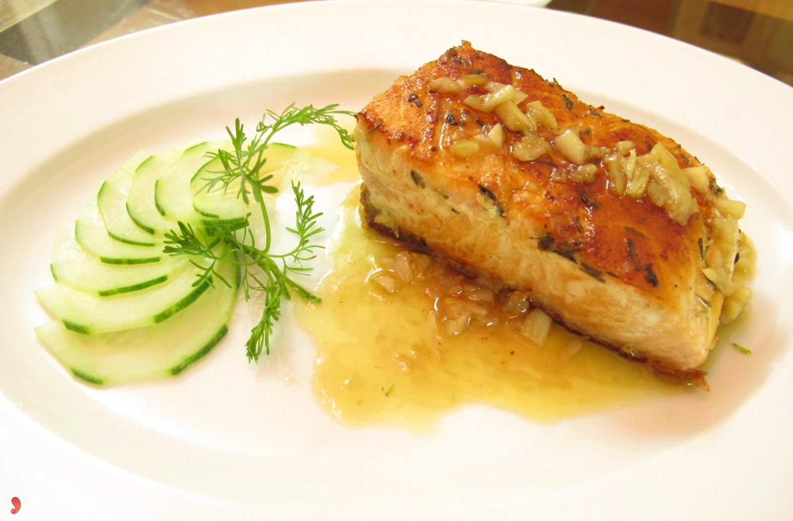 Cá hồi ướp nước sốt cải nướng