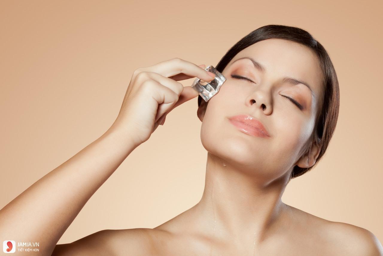 cách chữa vết bầm tím ở mắt bằng đá lạnh