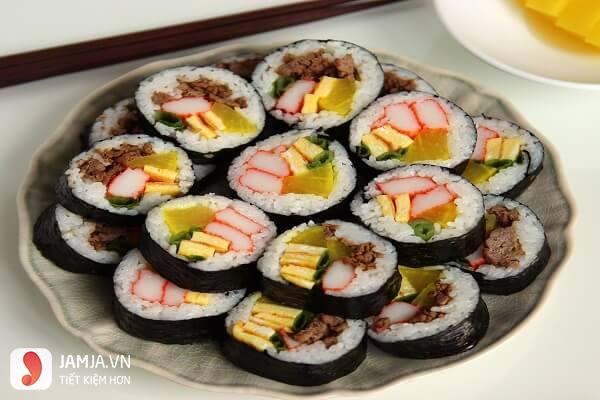 cách làm sushi trứng xức xích 3