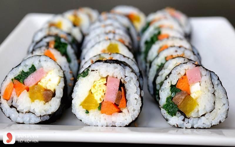 cách làm sushi trứng xức xích