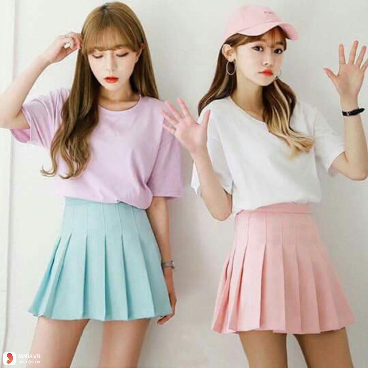 Chân váy tennis mix cùng áo crop-top
