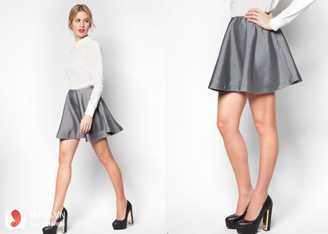 Chân váy xòe xám mặc với áo gì - 1