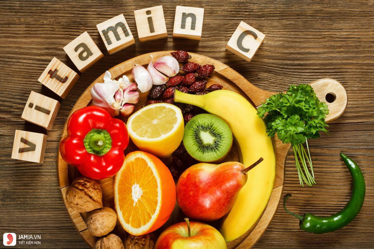 cách chữa vết bầm tím ở mắt bằng vitamin c